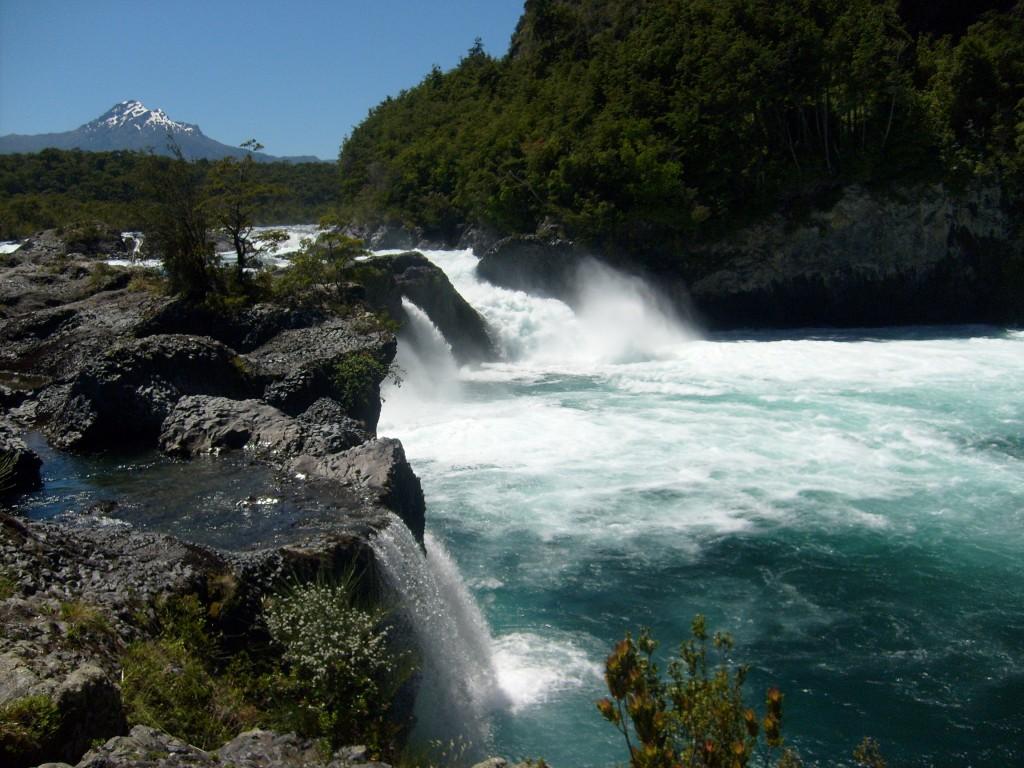 Cascada_de_los_saltos_del_Petrohue