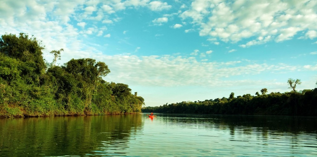 Iguazu immersion jungle Argentine Brésil Voyage Tierra Latina ecolodge kayak rio iguazu