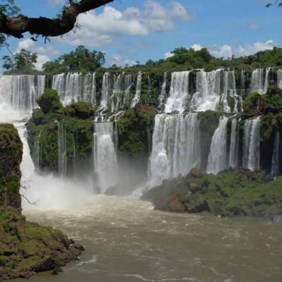 argentine chutes iguazu immersion nature dépaysement cascade jungle unesco parc national cataratas découverte merveille