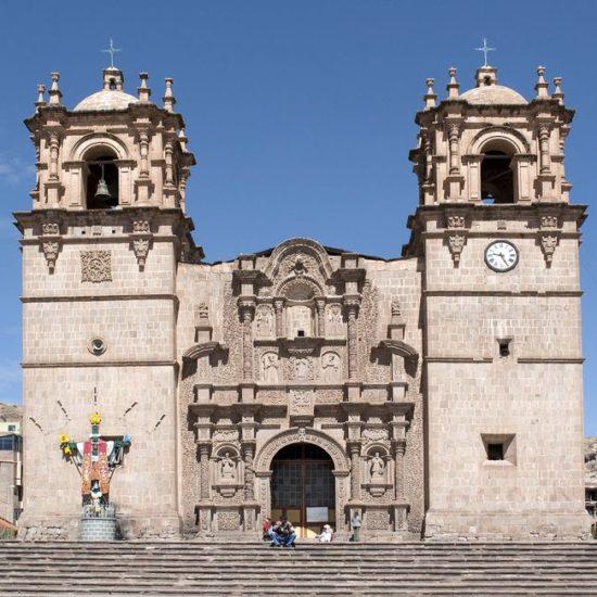 puno pérou lac titicaca cathédrale
