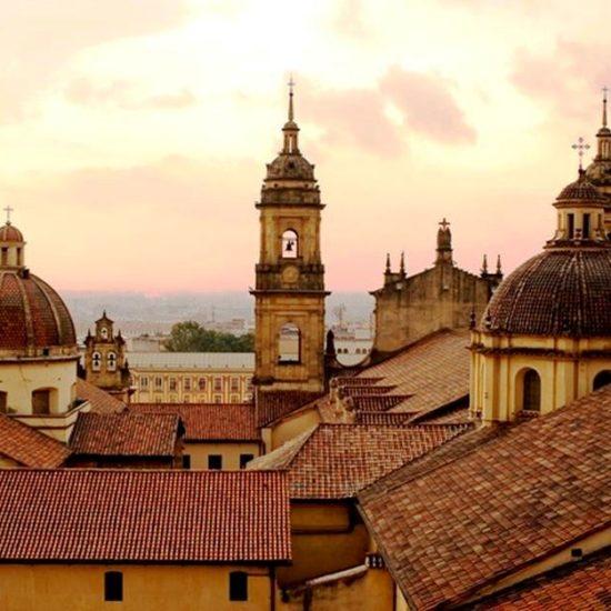 colombie bogota centre historique vue sur les toits architecture coloniale églises