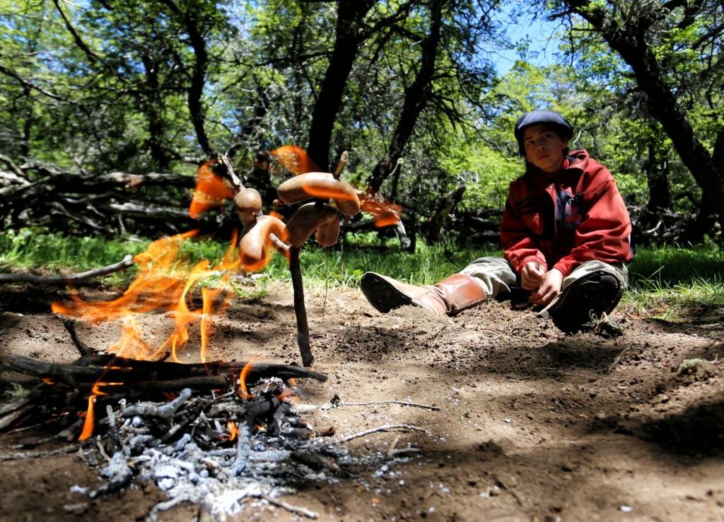 argentine patagonie bariloche gaucho immersion fermier asado repas chez l'habitant grillade barbecue pique nique nature