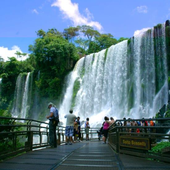 argentine parc national chute iguazu nature luxuriante verdoyant merveille proximité curiosité salto bossetti flore unesco patrimoine