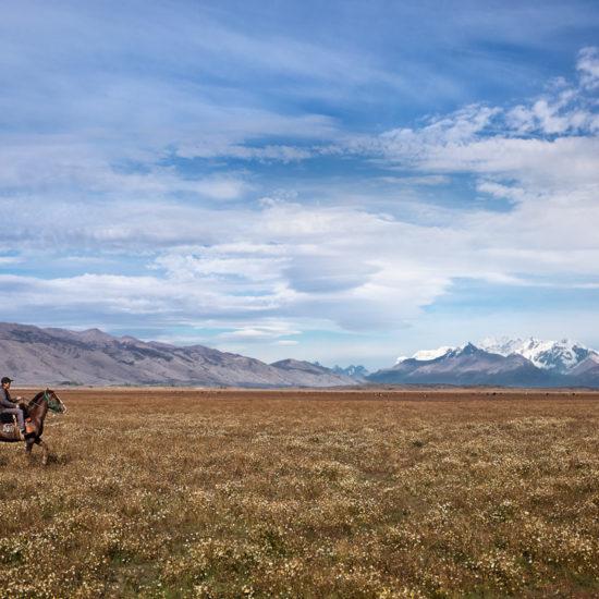 argentine patagonie estancia champs cheval gauchos paysage nature immersion cavalier excursion balade à perte de vue montagne el calafate