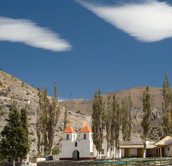argentine nord ouest argentin cafayate habitant désert montagne église paysage village