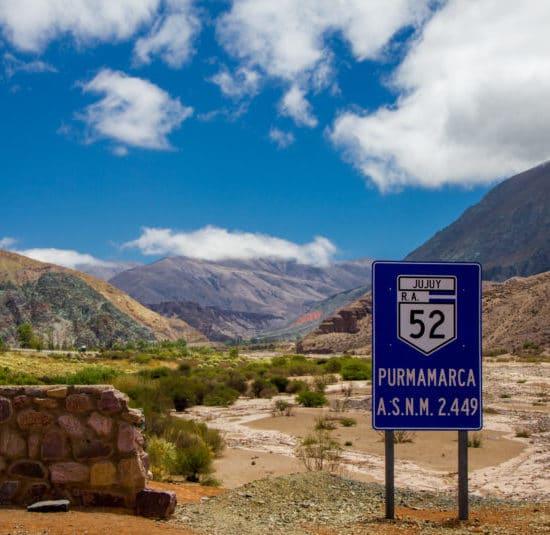 argentine nord ouest argentin jujuy purmamarca désert montagne panneau routier route 52