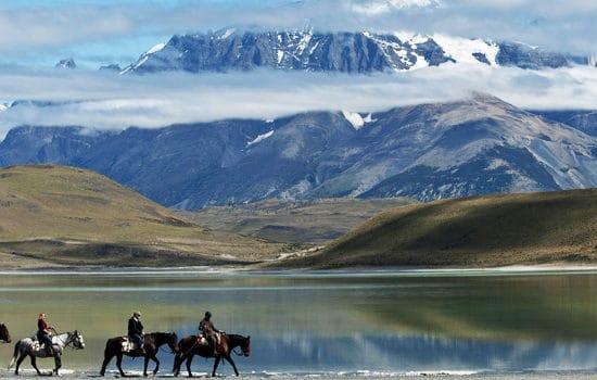 Chili torres del paine patagonie montagne cheval randonnée