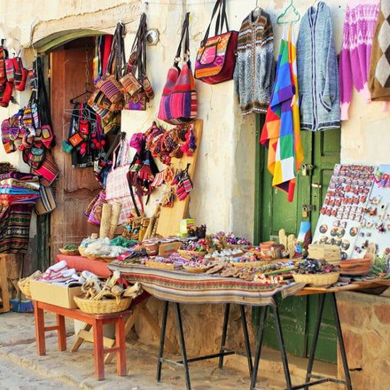 argentine jujuy purmamarca marché produits locaux colorés stand