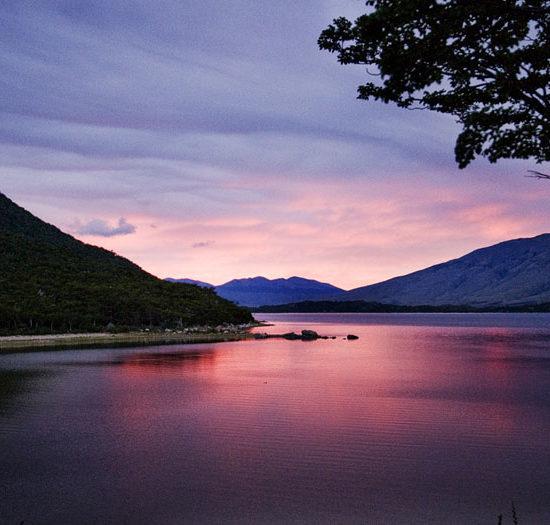 argentine parc national des glaciers aube lever de soleil lac magnifique beauté nature montagne dépaysement patagonie