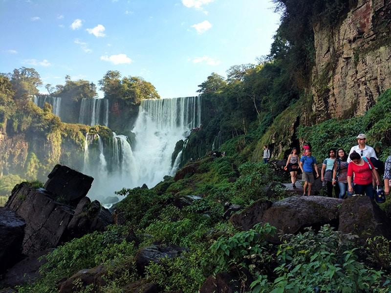 Chutes Iguazu jungle immersion nature parc national argentine panorama merveille unesco visite cascade proximité