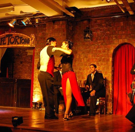 argentine buenos aires capitale stage show tango argentin cours particuliers danse culture locale patrimoine orchestre milongas spectacle cafe tortoni