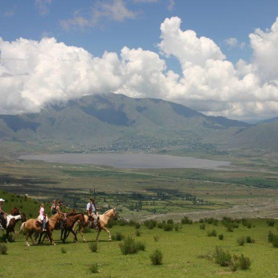 argentine nord ouest argentin randonnée cheval balade séjour verdure montagne immersion vue imprenable guide