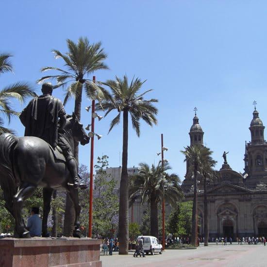chili santiago cathédrale statue plaza de les armas statue équestre Don Pedro Valdivia