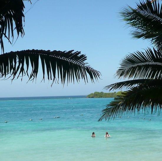 colombie iles baru plage mer turquoise palmiers