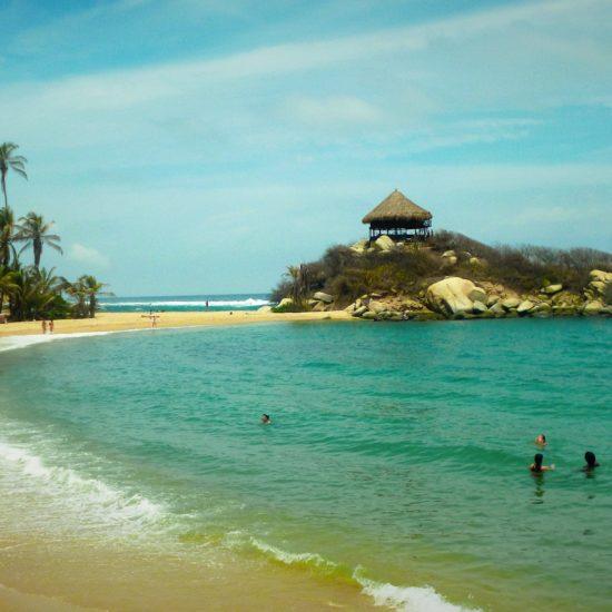 colombie tayrona plage eau turquoise palmiers