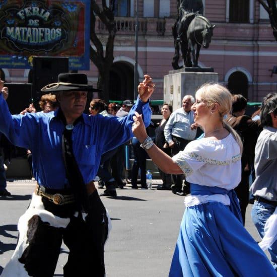 argentine buenos aires feria de mataderos fête tradition populaire culture locale gaucho marché