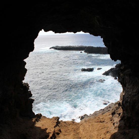 Chili Ile de Paques plage falaise mer
