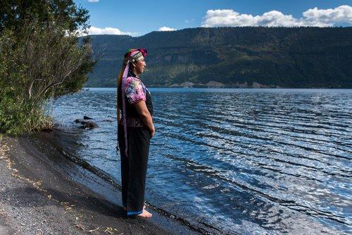 Chili patagonie indigène habitant lac nature