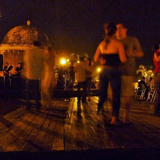 colombie danse salsa nuit rue plein air stage