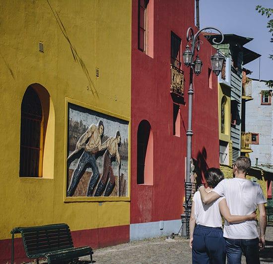 argentine buenos aires irys souvenirs photo expérience unique photographe professionnel rue batiments colorés jaune rouge
