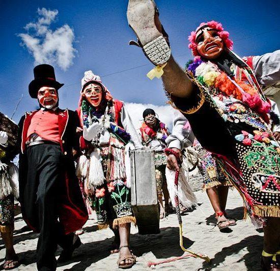 pérou virgen del carmen costumes fête tradition masque