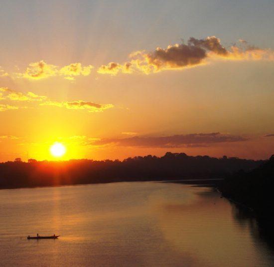pérou puerto maldonado fleuve amazone coucher de soleil