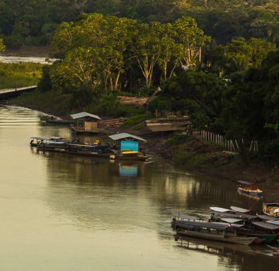 pérou puerto maldonado fleuve amazone amazonie barques