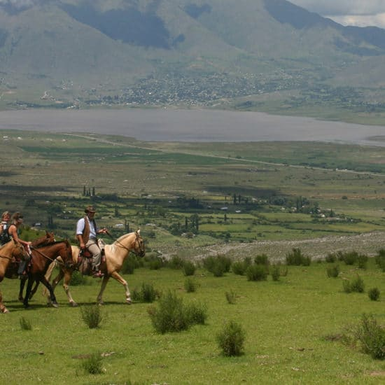Argentine tucuman balade randonnée cheval montagne verdoyant nature immersion