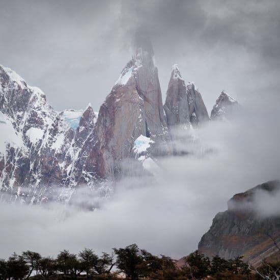 argentine patagonie parc national glaciers el chalten fitz roy paysage nature immersion montagne sauvage photo brouillard brume