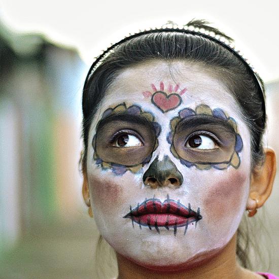 mexique dia de los muertos jour des morts tradition déguisement maquillage célébration