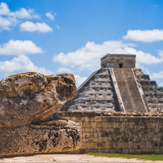 mexique chichen itza maya yucatan 7 merveilles du monde unesco site archéologique sculpture vestige culture artchitecture pré-coloniale