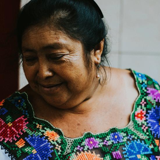 mexique maya femme vetement tradition culture ancestral yucatan