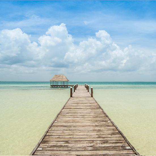 mexique ile holbox yucatan caraïbes mer bleue turquoise plage magnifique paradisiaque arbre mort souche baignade horizon ponton passerelle cahutte pilotis bois