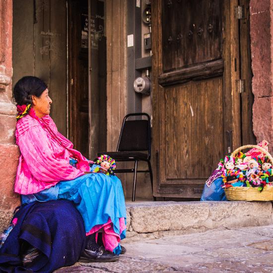 mexique maya femme artisanat poupée tradition culture ancestral