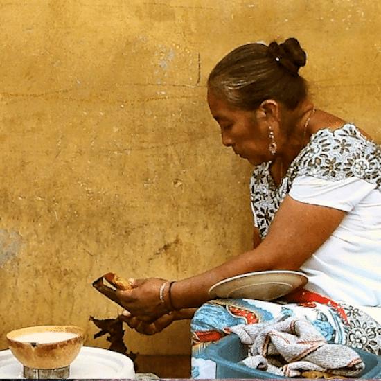 mexique maya femme artisanat tortilla tradition culture ancestral merida yucatan cuisine mexicaine