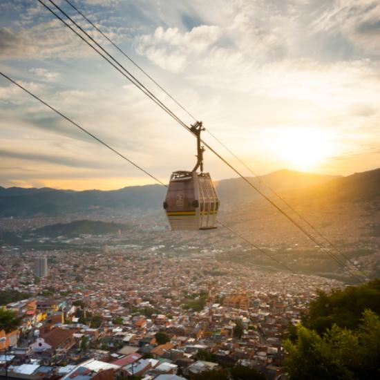 colombie medellin télécabine téléphérique coucher de soleil panorama vallée