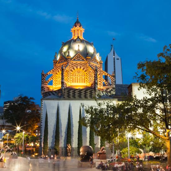 colombie medellin palacio de la culture palais de la culture rafael uribe nuit
