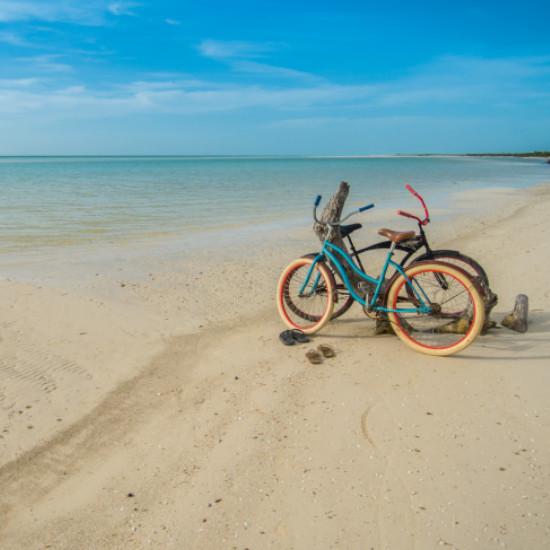 TierraLatina-Mexique-Holbox-île-ponton-eaux-turquoises-vélos-balade