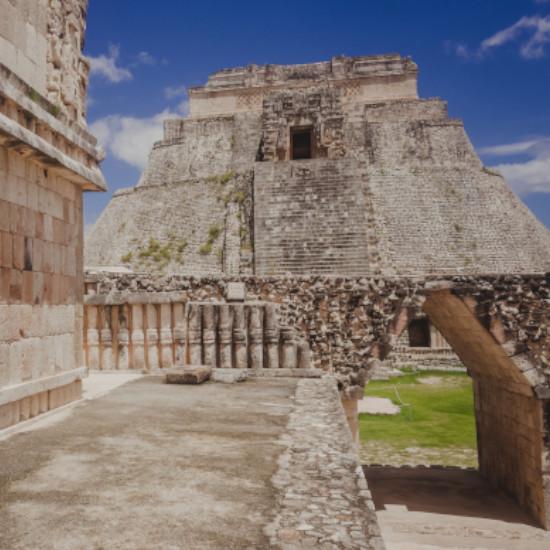 TierraLatina-Mexique-Uxmal-Yucatan-Maya-Puuc-Pyramide