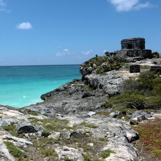 site archeologique mer pierres mexique