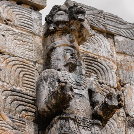 site archeologique pierre statue voyage mexique tierra latina