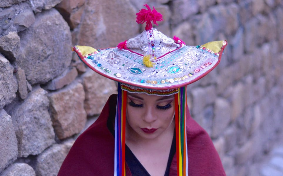TierraLatina-Bolivie-Carnaval-Oruro-Femme-Déguisée-Costume