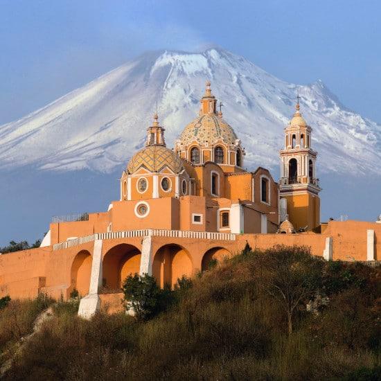 TierraLatina-Mexique-Cholula-Pyramide-Eglise-Volcan-Popocatépetl