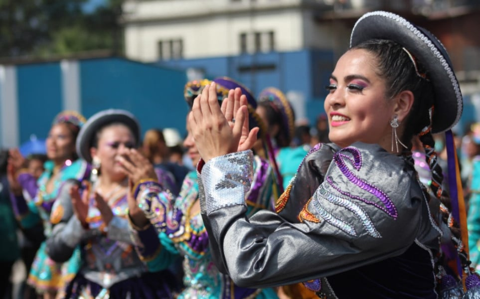 TierraLatina-Pérou-Carnaval-Puno-Femme-Déguisée