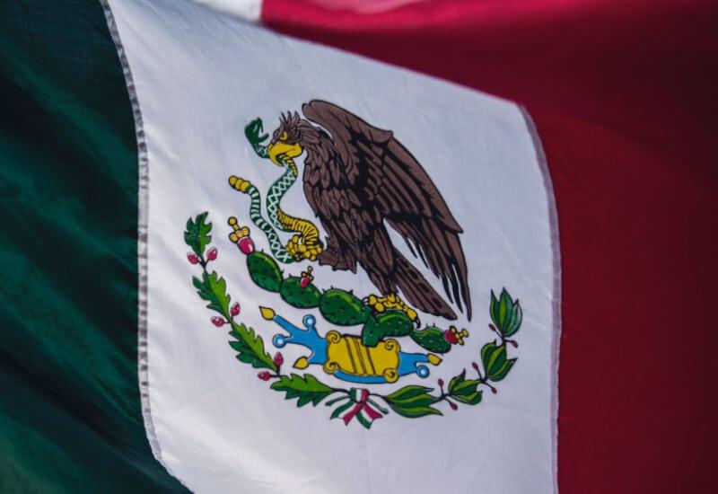 tierra-latina-tim-mossholder-drapeau-mexique-avant-de-partir