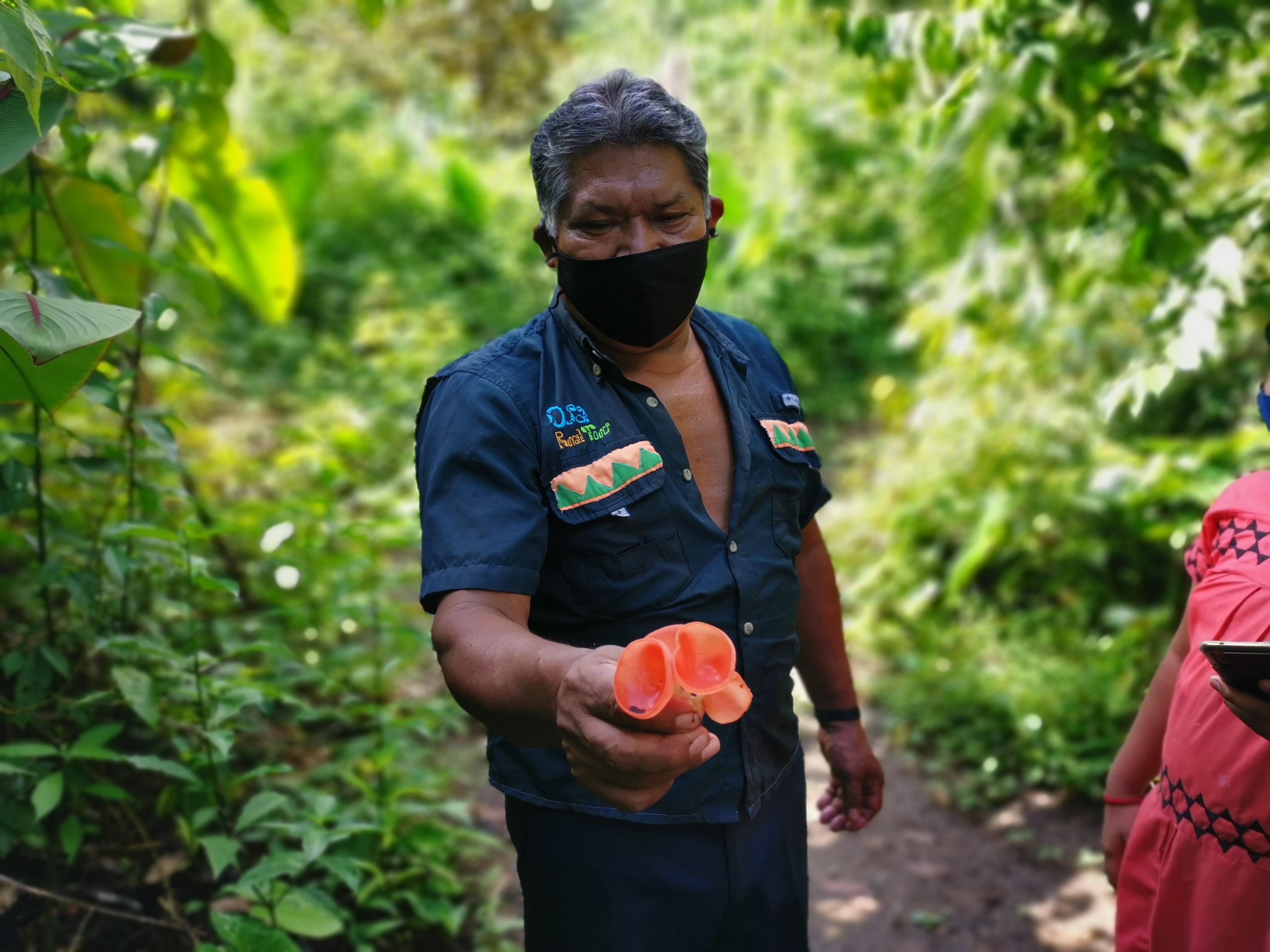 visite-famille-ngobe-voyage-costa-rica-champignons